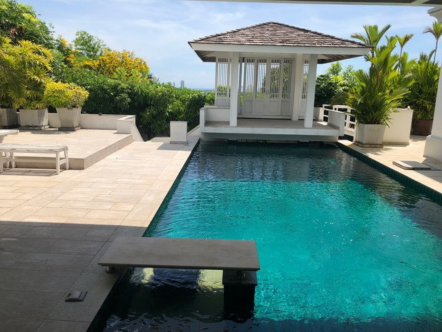 House for sale Pattaya SIAM ROYAL VIEW showing the pool and sala