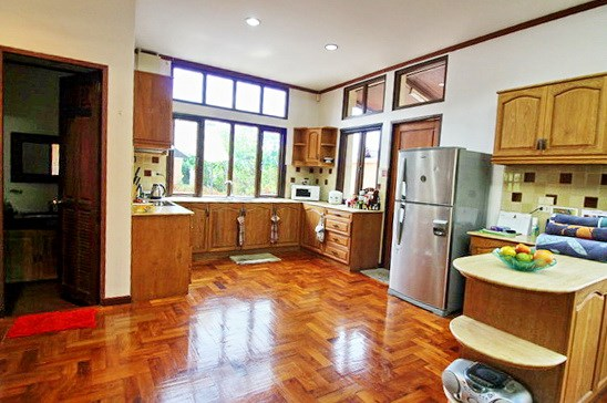 House for Sale East Jomtien showing the kitchen