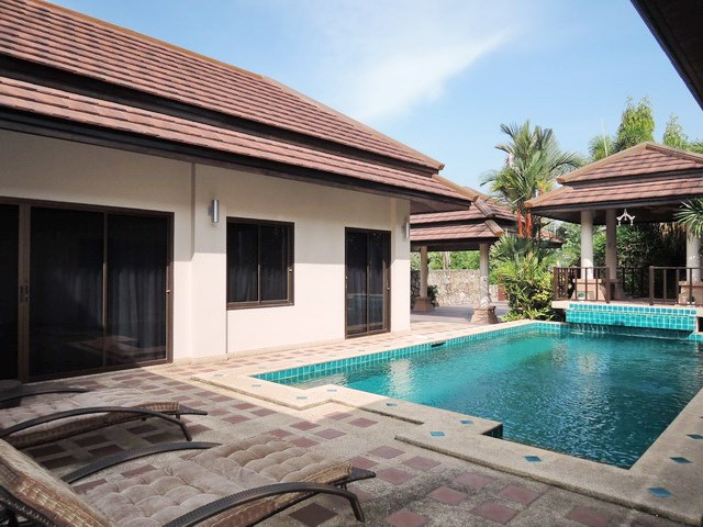 House for sale Pattaya showing the private pool and terraces