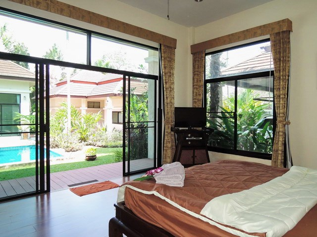 House for sale Pattaya showing the third bedroom poolside