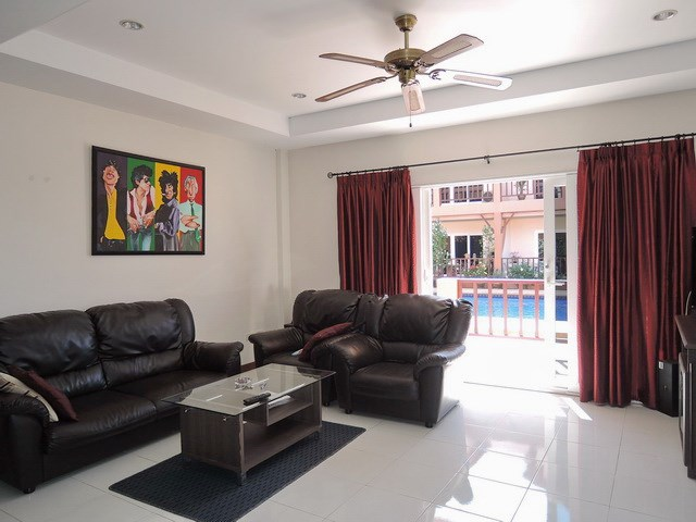 House for sale Pratumnak Hill Pattaya showing the living area
