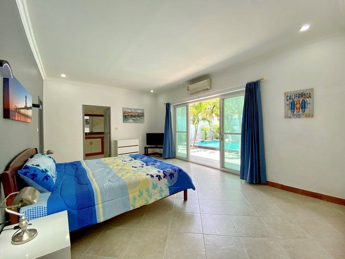 House for sale Pratumnak Pattaya showing the master bedroom with pool view