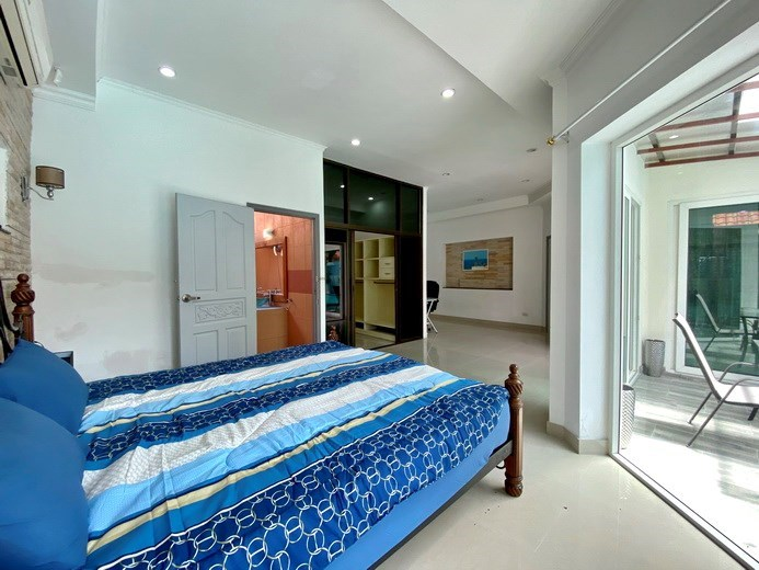 House for sale Pratumnak Pattaya showing the second master bedroom suite