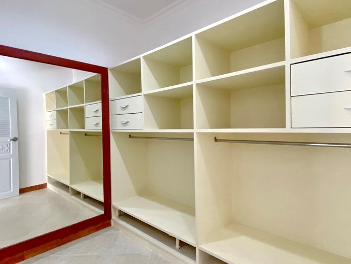 House for sale Pratumnak Pattaya showing the walk-in wardrobes