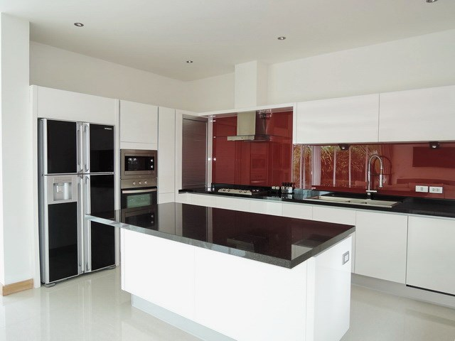 House for sale The Vineyard Pattaya showing the kitchen