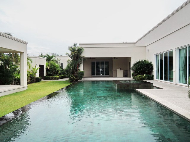 House for sale The Vineyard Pattaya showing the private swimming pool