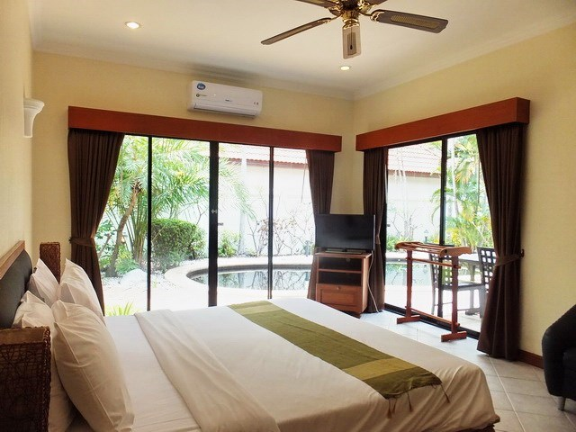 House for sale View Talay Villas Jomtien showing the master bedroom poolside