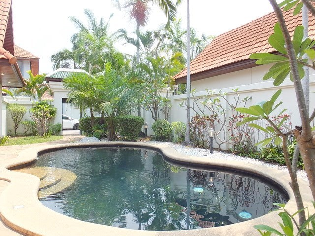 House for sale View Talay Villas Jomtien showing the private pool