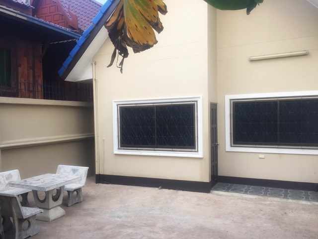 House for sale WongAmat Pattaya showing the back of the house and terrace
