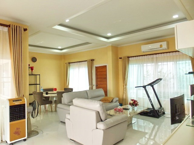 House for sale WongAmat Pattaya showing the living and dining areas