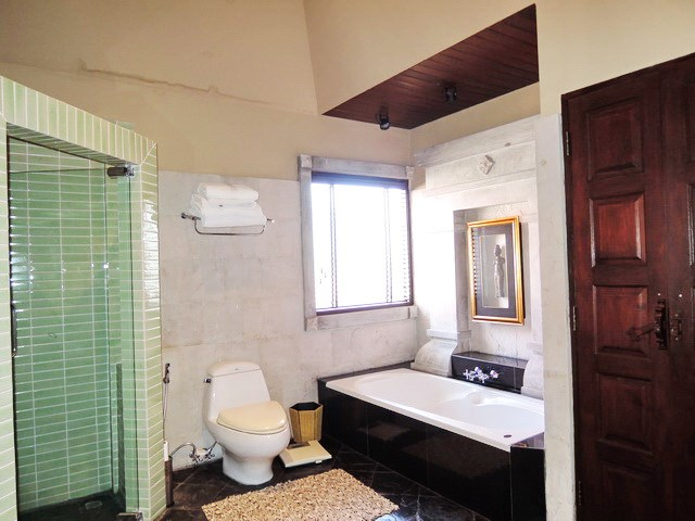 House for sale chateau dale jomtien house chateau dale for Dale bathrooms