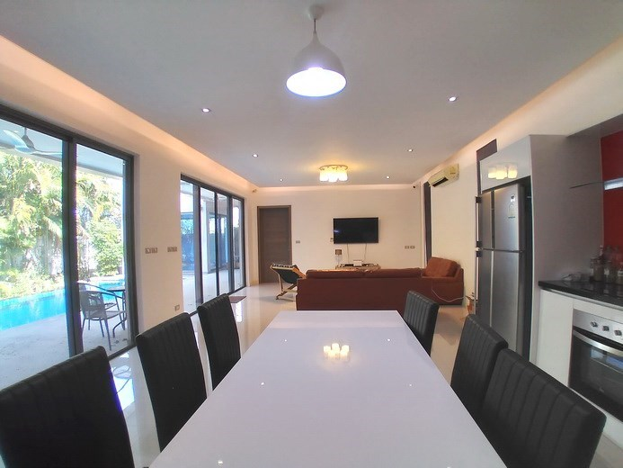 House for sale Mabprachan Pattaya showing the dining arae