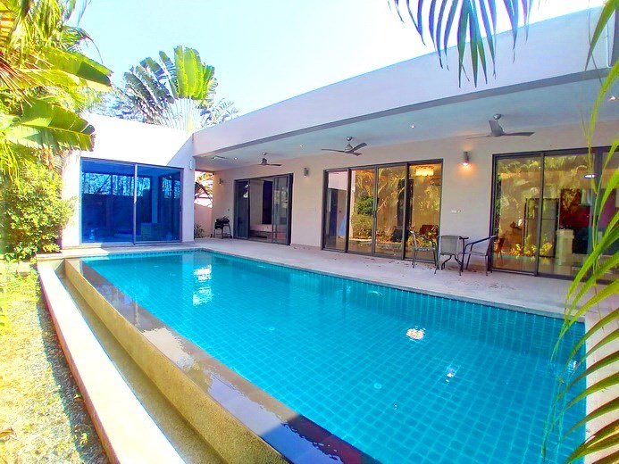 House for sale Mabprachan Pattaya showing the house, garden and pool