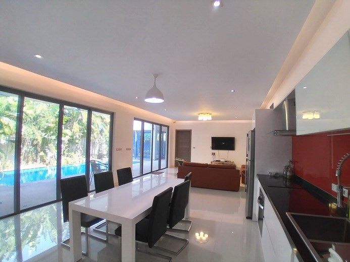 House for sale Mabprachan Pattaya showing the kitchen, dining and living areas