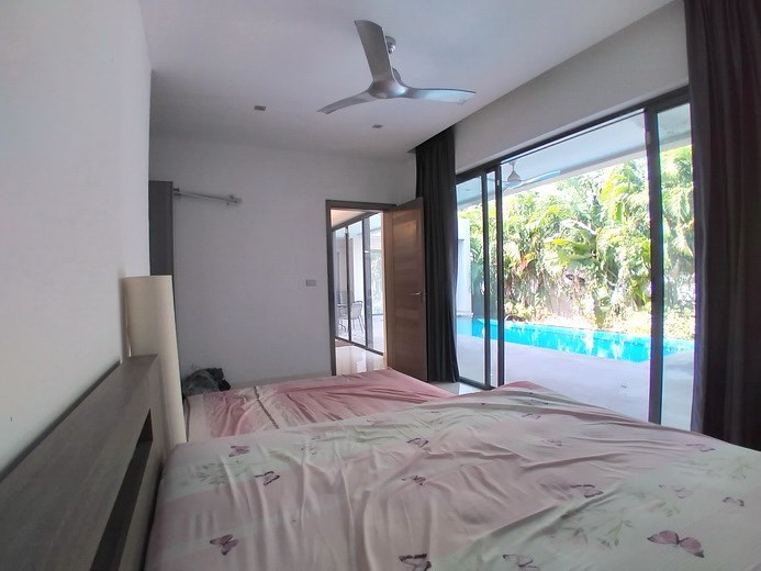House for sale Mabprachan Pattaya showing the master bedroom pool view