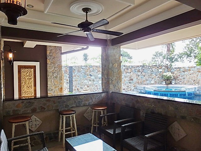 House for sale Nongpalai Pattaya showing the covered terrace and pool