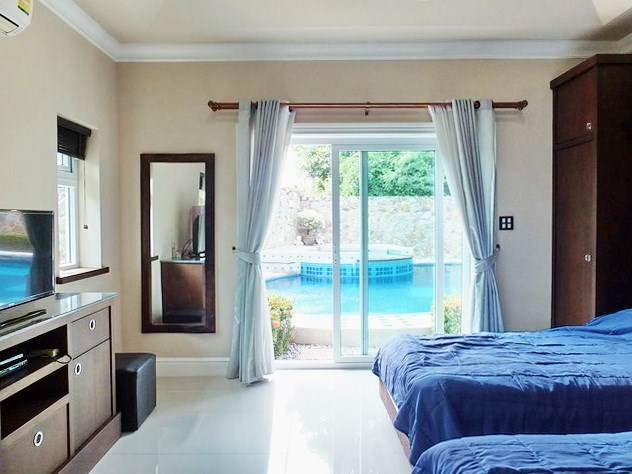 House for sale Nongpalai Pattaya showing the guest bedroom with furniture