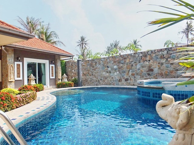 House for sale Nongpalai Pattaya showing the guest house