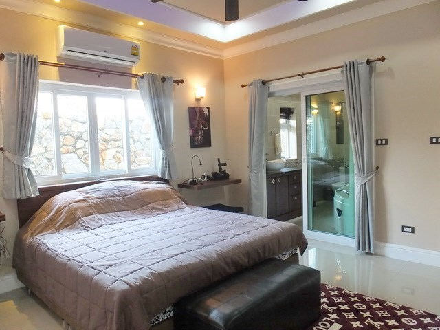 House for sale Nongpalai Pattaya showing the master bedroom