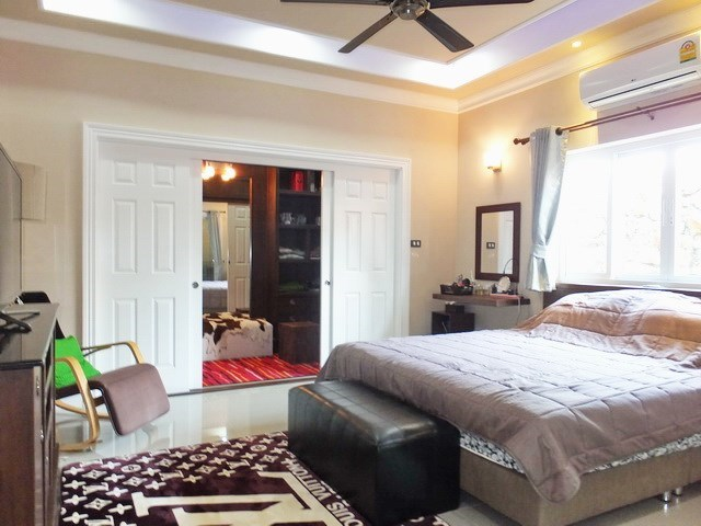 House for sale Nongpalai Pattaya showing the master bedroom with furniture