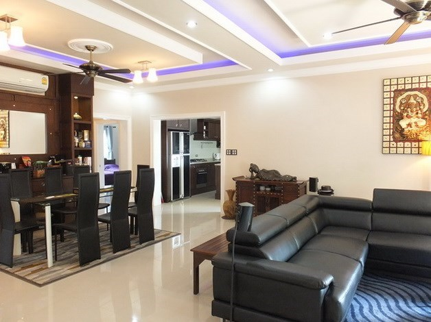House for sale Nongpalai Pattaya showing the open plan concept