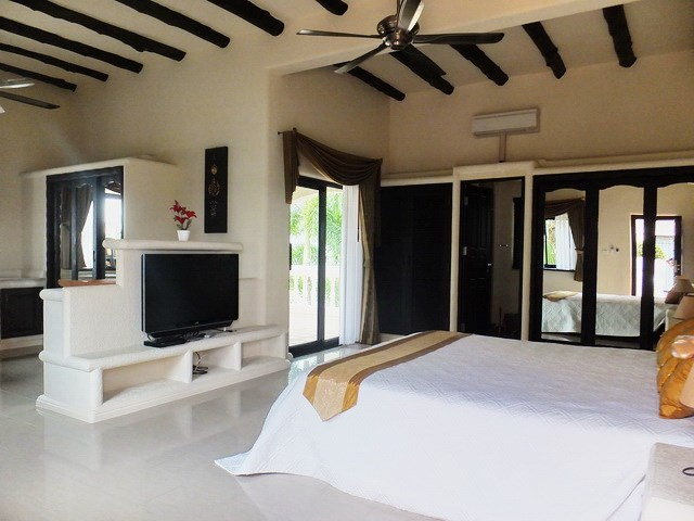 House for sale Pattaya showing the second bedroom suite