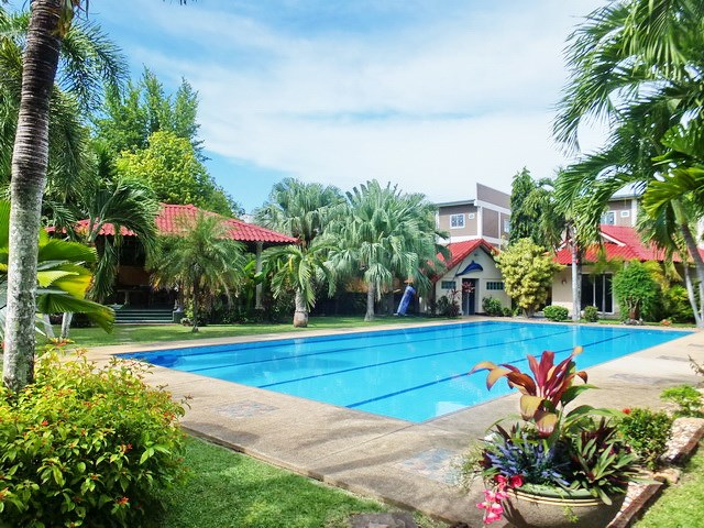 Resort for sale Huay Yai Pattaya showing the pool and guest house