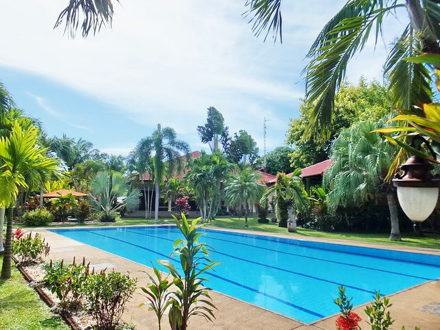 Resort for sale Huay Yai Pattaya showing the private swimming pool
