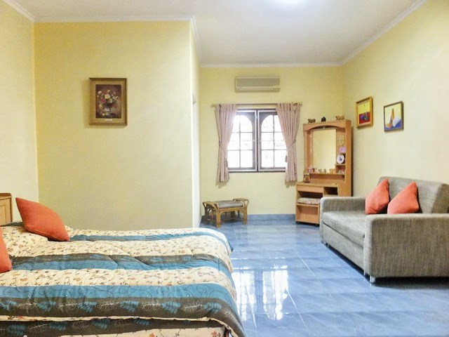 Resort for sale Huay Yai Pattaya showing the second bedroom house 2