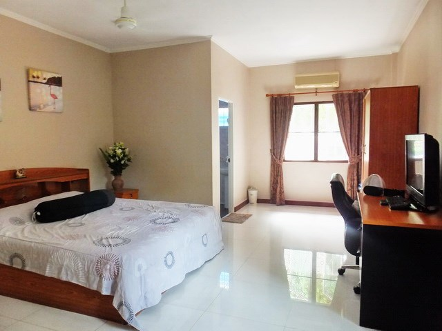 Resort for sale Huay Yai Pattaya showing the third bedroom house 1