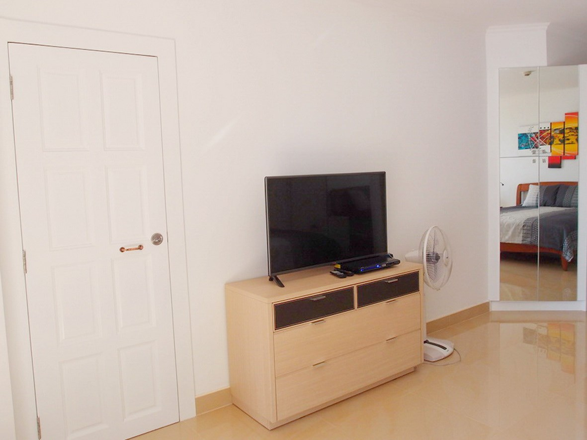 Condominium for rent Jomtien showing the TV