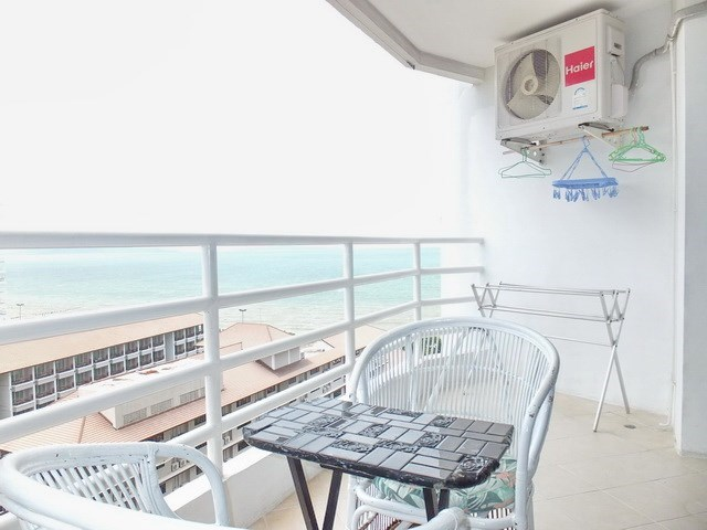 Condominium for rent Jomtien Pattaya showing the balcony