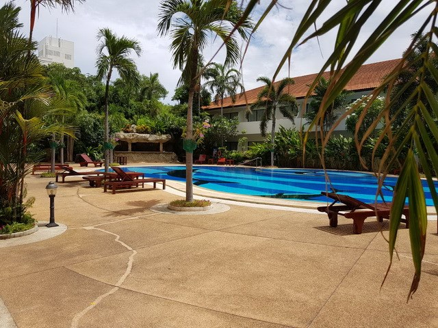 Condominium for rent Jomtien showing the communal swimming pool