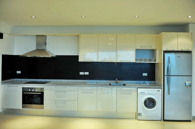 Condominium for rent Jomtien showing the kitchen