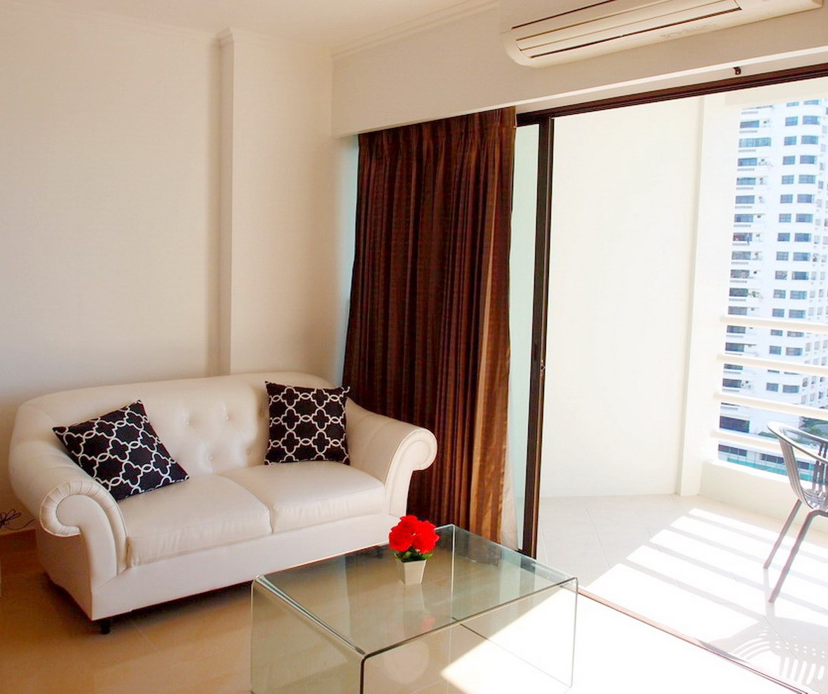 Condominium for rent Jomtien showing the living area