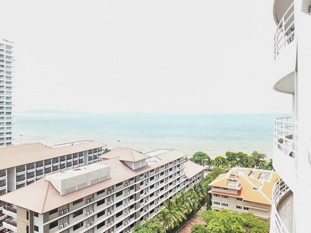 Condominium for rent Jomtien Pattaya showing the sea view