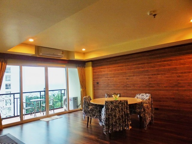 Condominium for rent Wongamat Pattaya showing the dining area with balcony