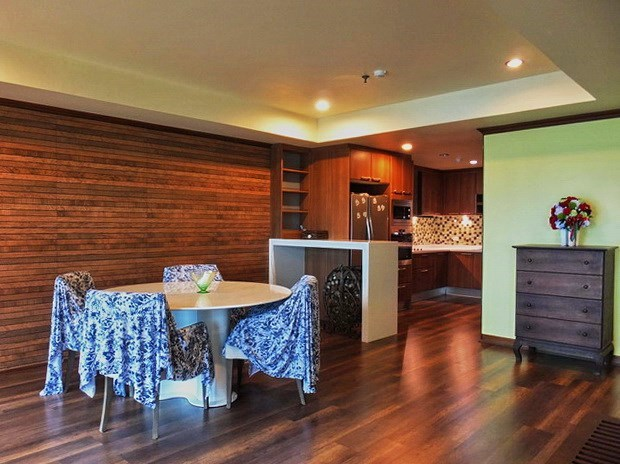 Condominium for rent Wongamat Pattaya showing the dining area and kitchen