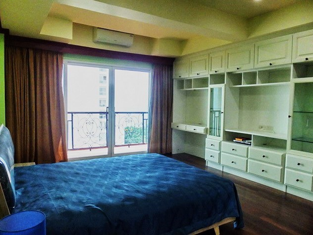 Condominium for rent Wongamat Pattaya showing the second bedroom and balcony