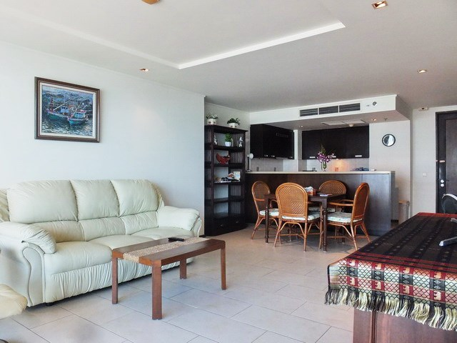 Condominium for rent Northshore Pattaya showing the living and dining areas