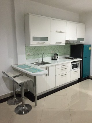 Condominium for rent Pattaya View Talay 6 showing the kitchen and breakfast bar