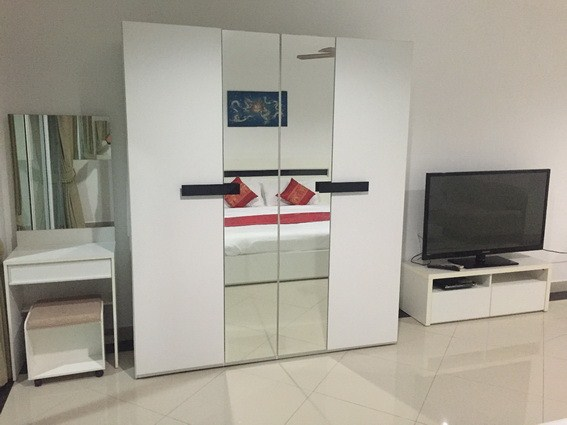 Condominium for rent Pattaya View Talay 6 showing the large TV