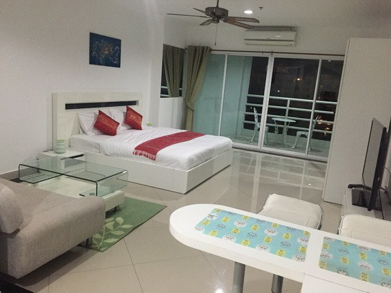 Condominium for rent Pattaya View Talay 6 showing the studio suite