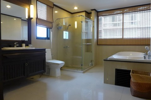 Condominium for rent Pattaya showing the bathroom