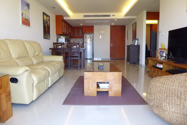 Condominium For Rent Pattaya showing the living area