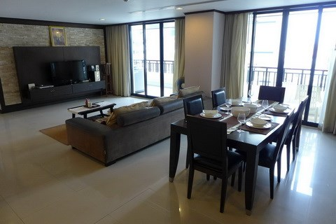 Condominium for rent Pattaya showing the large living area
