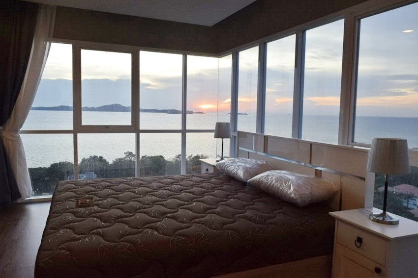 Condominium for rent Pratumnak Pattaya showing the bedroom with sea view