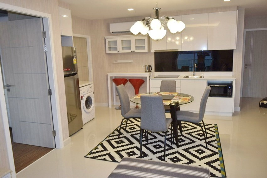 Condominium for rent Pratumnak Pattaya showing the dining and kitchen areas