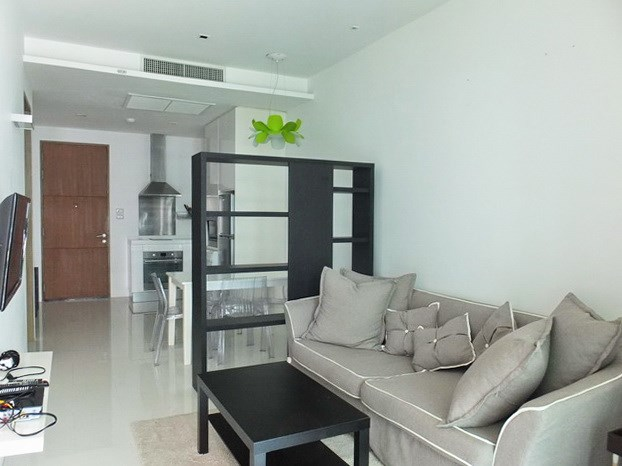 Condominium for rent Wongamat Pattaya showing the living room