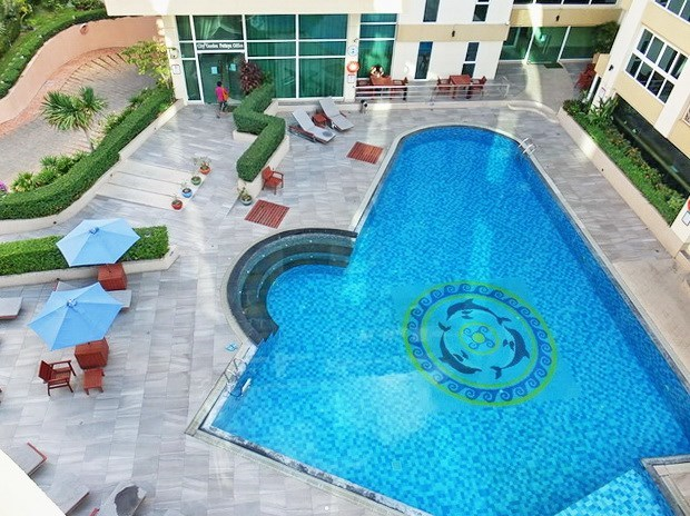 Condominium for Rent Central Pattaya showing the balcony view